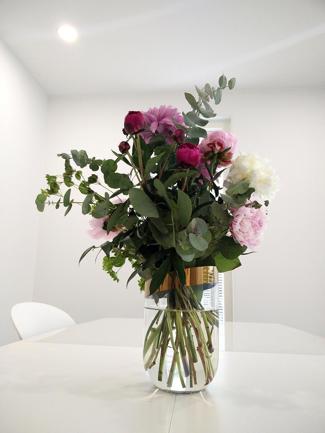 kukkakimppu_leikkokukat_luoman_puutarha_sisustus_ruokailutila2