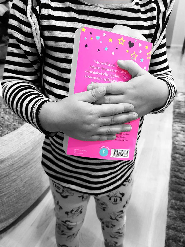 lapsi lukemaan